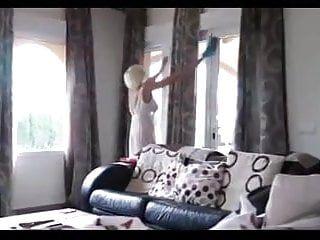 Mysterr - guardare la mamma pulire la dimora