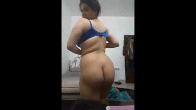 Hawt anjo árabe tira a roupa بتصور نفسها لصاحبها